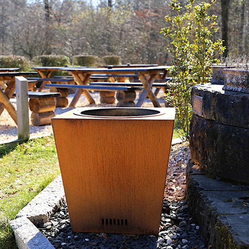 Feuerkübel für Holz mit entnehmbaren Einsatz