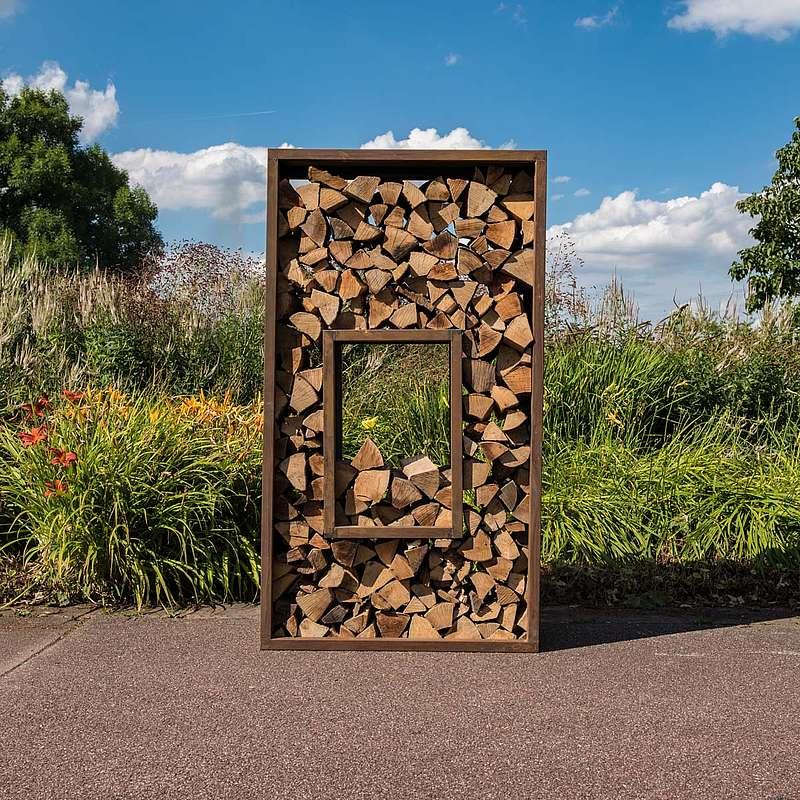 Holzlagerregal als Sichtschutzwand